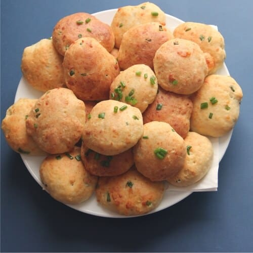 Cheddar Bay Biscuit Recipe: Featured
