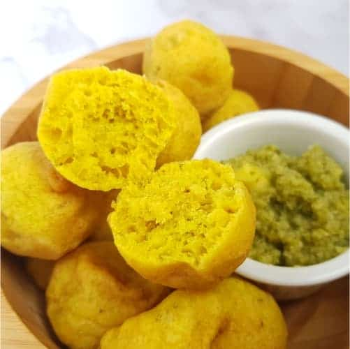 Pholourie with golden apple chutney featured image
